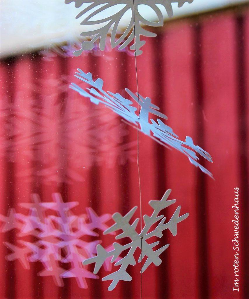Schneeflocken-Girlande aus Papier