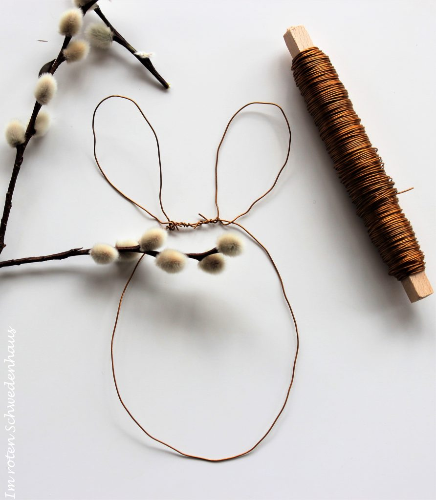 Die Ohren mit dem Hasenkörber verdrahten und fertig ist der kleine Draht-Osterhase.